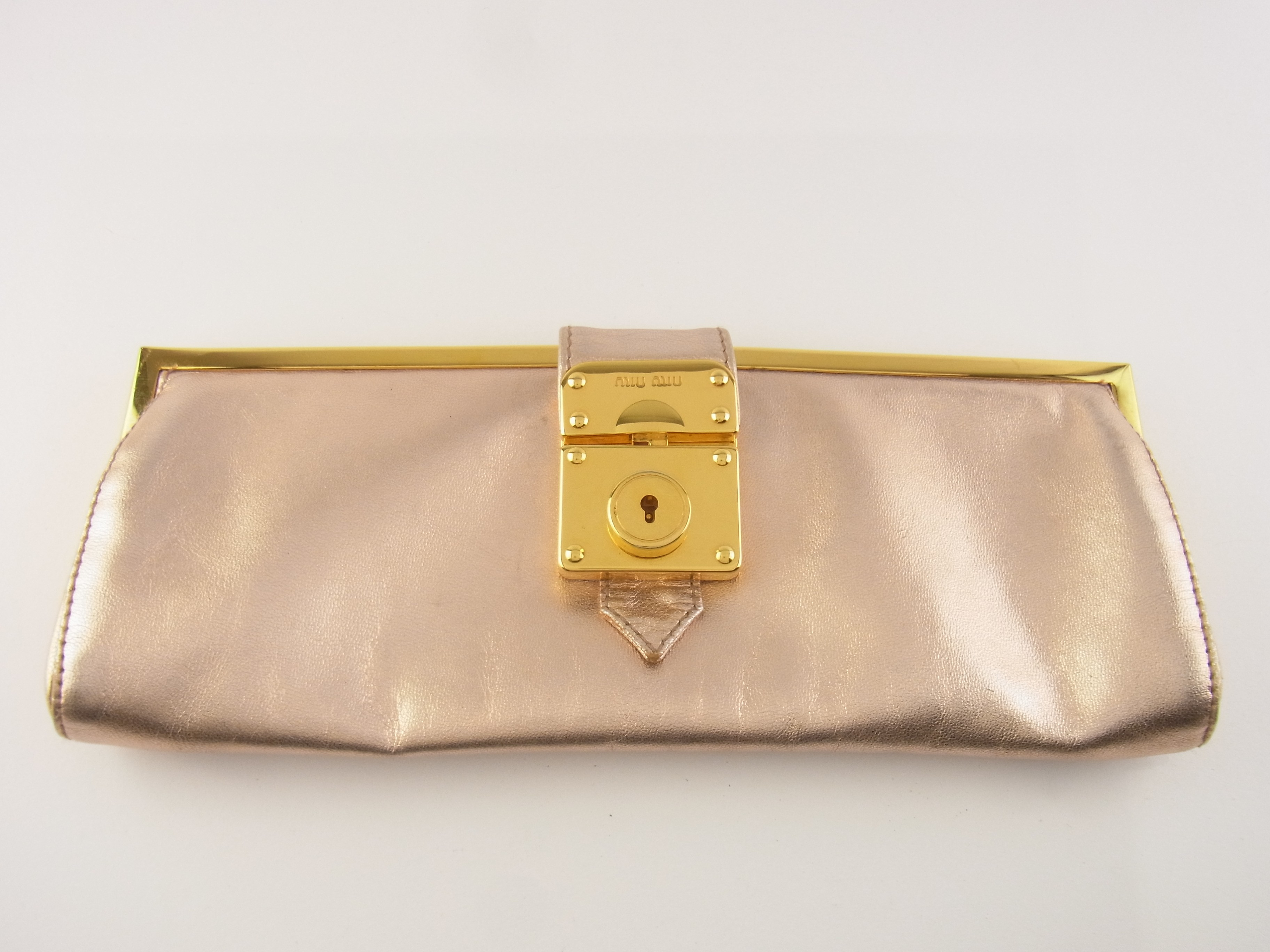 db5c79b5b54a2 Original Miu Miu Tasche Mini Clutch Pochette Leder Rose Metallic ...